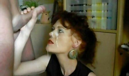Paisley raakt haar strakke bunica face sex cu nepotu vagina aan.