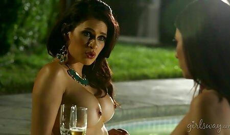 Tindra in het zwembad grati pornofilm